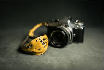 カメラハンドストラップ/ヴィンテージタン・スタッズ