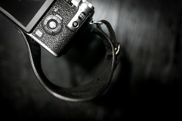 レザーハンドストラップ/ミラーレスカメラ仕様
